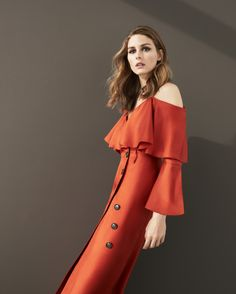 Olivia Palermo on Her Banana Republic Capsule Collection and Why Everyone Should Own a Statement Coat Olivia Palermo Outfit, Estilo Olivia Palermo, Olivia Palermo Lookbook, Olivia Palermo Style, Olivia Palermo Banana Republic, Banana Republic Dress, Cfda Awards, Awards 2017, Fashion Model Poses
