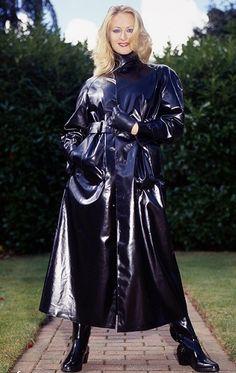 Black Raincoat, Pvc Raincoat, Shiny Boots, Black Mac, Rubber Raincoats, Long Leather Coat, Langer Mantel, Rain Gear, Raincoats For Women