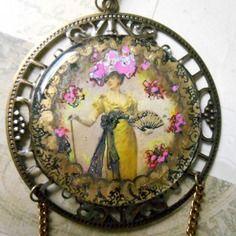 """Reserve ! collier rétro """"art nouveau"""" vintage, grand médaillon peint , libellule bronze"""