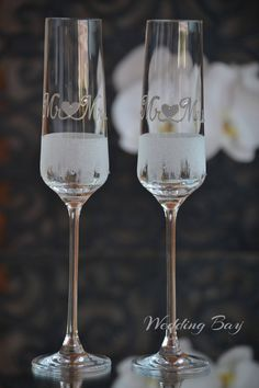 Wedding champagne glasses, Hand painted toasting flutes, Frosted glasses, Mr and Mrs Personalized wedding flutes - Set of 2 wedding glasses by WeddingBay on Etsy