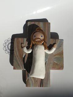 Il est ressuscité !!!! Bookends, Home Decor, Peace On Earth, Fimo, Jesus Cross, Professor, Decoration Home, Room Decor, Book Holders