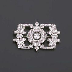 AN ART DECO DIAMOND BROOCH, BY CARTIER  c.1930