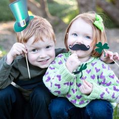 Kid photography with St. Paddy's Day printable paper props.