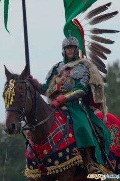 War and History - Polish winged hussar Medieval Armor, Medieval Fantasy, Poland History, Sword Fight, Arm Armor, Knights Templar, Gods And Goddesses, Military History, Middle Ages