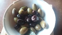 Fermente Mutfağım: Evde Az Tuzlu Siyah Zeytin Kurmak Turkish Recipes, Pasta, Snacks, Canning, Fruit, Food, Appetizers, Essen, Meals