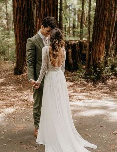 Rustic Redwoods Wedding with a lace backless wedding dress #weddinginthewoods #woodsywedding #californiaredwoods #bohowedding