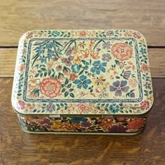 Vintage Floral Tin ~ Tasty Vintage- I just bought this same one at the thrift store today :-) Vintage Tins, Vintage Floral, Vintage Antiques, Vintage Flowers, Tin Containers, Tea Tins, Metal Box, Tin Boxes, Cool House Designs