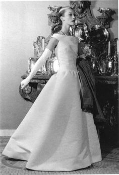 dress designed by Cristóbal Balenciaga (1895-1972, Spain designer) - the dress look very nice and glamorous with long gloves, necklace. The dress is very simple and no detail. It is funny that if you looked more closely you would find out that her hair was shaved. I thought it was her headband lol - I pinned this pic because i love how he make the dress so simple but deadly glamorous