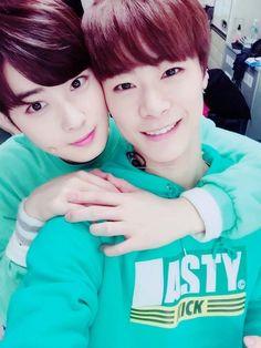 [06.03.16] Astro official twitter - EunWoo e MoonBin