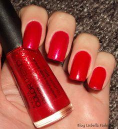Lisbella Fashion : Comparando esmaltes: Camarote (Avon) X Dona da Rua (Beauty Color).
