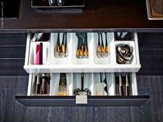 Var sak på sin plats! Köksskåpsinredning STÖDJA redskaps- och besticklådor.