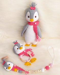 crochet toys and dolls Amigurumi Penguen Tarifi - Amigurumi Crochet Patterns Amigurumi, Baby Knitting Patterns, Amigurumi Doll, Crochet Hats, Crochet Projects To Sell, Crochet Baby Mobiles, Crochet Penguin, Crochet Disney, Baby Gift Box