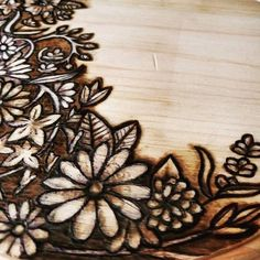 Untitled Woodburning on a Wooden Circle,, Wood Burning Stencils, Wood Burning Crafts, Wood Burning Patterns, Wood Burning Art, Arts And Crafts Projects, Diy Wood Projects, Burning Flowers, Wood Burning Techniques, Wood Burn Designs