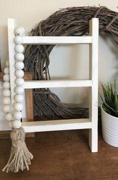 DIY Mini Ladder - Tea Towel Holder Diy Ladder, Diy Blanket Ladder, Wood Ladder, Ladder Decor, Small Ladder, Rustic Ladder, Paint Stick Crafts, Towel Hanger, Painted Sticks