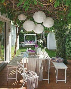 Paper lanterns on the pergola- 50 Inspiring and delightful outdoor spaces Outdoor Areas, Outdoor Rooms, Outdoor Dining, Outdoor Decor, Outdoor Lighting, Cheap Lighting, Dining Table, Dining Area, Garden Furniture