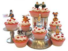 Alice in Wonderland Party:cupcakes Alice In Wonderland Cupcakes, Alice In Wonderland Tea Party, Alice Tea Party, Yummy Cupcakes, Party Cupcakes, Cupcake Cakes, Cupcake Toppers, Cupcake Ideas, Muffin Cupcake