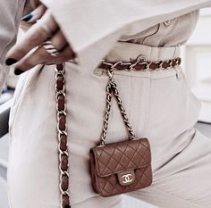 Discover Chanel Pre-Owned Bags on sale at Farfetch. Find of Chanel Pre-Owned pieces at up to off today. Womens Fashion Online, Latest Fashion For Women, Chanel Street Style, Waist Purse, Minimalist Bag, Chanel Handbags, Chanel Bags, Medium Bags, Luxury Bags
