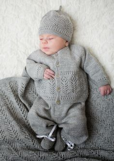 viitre.no: februar 2014 Baby Boy Knitting, Knitting For Kids, Crochet For Kids, Baby Knitting Patterns, Baby Patterns, Knitted Baby Cardigan, Knit Baby Sweaters, Knitted Baby Clothes, Baby Set