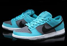 Nike SB Dunk Low Dusty Cactus Over the past couple of weeks Nike SB has released a few hot sneakers. Dr Shoes, Sock Shoes, Nike Shoes, Sneakers Nike, Painted Sneakers, Latest Shoe Trends, Nike Sb Dunks, Dunk Low, Custom Shoes