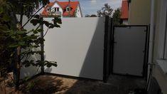 Hier Ein Bild Einer Kundenanwendung Zaunelemente Aus HPL Platten Kronoplan  Kaltes Grau Und Croso Klemmenhalter.