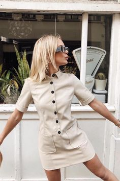 Are you looking for effortless minimalist outfit ideas to refresh your spring wardrobe? For no brainer easy mornings, we round up fifteen looks to get you inspired you minimal closet. Simple Outfits, Simple Dresses, Casual Outfits, Fashion Outfits, Fashion Trends, Minimalist Outfit, Minimalist Fashion, Inspiration Mode, Style Casual