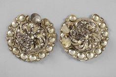 Bröstbucklor i pressad silverplåt, förgyllda, Oxie, 1800-tal. Malmö Museer, nr. MM 004302