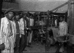 Título:  Presos trabajan en taller de hilados y tejidos de la Penitenciaria del D.F. Tema:  0 Personajes:  0 Lugar de asunto:  México Fecha de asunto:  ca 925 Autor:  Casasola Lugar de toma:  México
