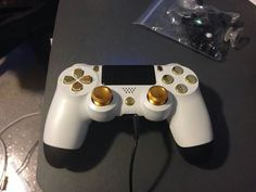 White & gold Dualshock 4 controller for the PS4, or is it blue and black. #thatdress #blueblackwhitegold