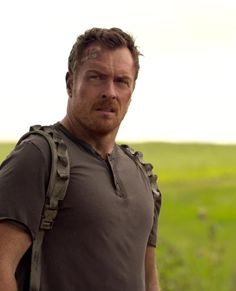 "dimplesflint: ""Toby Stephens as John Robinson in Netflix's Lost in Space "" Danger Will Robinson, Captain Flint, Sci Fi Tv Series, Toby Stephens, Imaginary Boyfriend, Maggie Smith, Black Sails, Lost In Space, Handsome Actors"