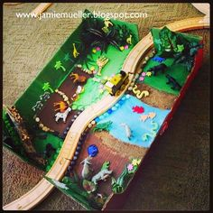 Zoo scene for wooden train tracks! Animal Crafts For Kids, Craft Activities For Kids, Preschool Crafts, Toddler Activities, Lego For Kids, Art For Kids, Operation Shoebox, Zoo Project, Construction Lego