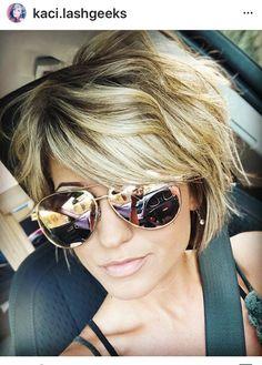 Hair Color Streaks, Hair Color And Cut, Love Hair, Great Hair, Colored Curly Hair, Hair Color Techniques, Short Hair Cuts For Women, Short Haircuts Women, Haircut Short