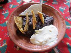 Frijolitos Bolteados con nachos y crema