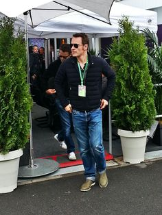 one more---  X-Men's Michael Fassbender taking in F1 with @Sarah Therese Bull Racing---with the complete outfit!! hehehe he's lookn' good!!