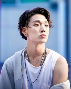 Bobby (Ji won) ♡ iKON ♡ Why is he like this help Kim Jinhwan, Chanwoo Ikon, Sulli, Jonghyun, Shinee, K Pop, Ikon Member, Ikon Kpop, Ikon Debut