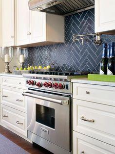 Gorgeous Kitchen Backsplash Remodel Ideas - Page 60 of 104 Backsplash Kitchen White Cabinets, Blue Backsplash, Kitchen Tiles, New Kitchen, Kitchen Decor, Backsplash Ideas, Wood Cabinets, Backsplash Design, Black Countertops