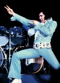 Elvis Presley || Veteran's Memorial Coliseum April 16, 1972 (8:30 pm). Jacksonville, Florida Tickets: 9,500 Costume: Blue Nail Suit