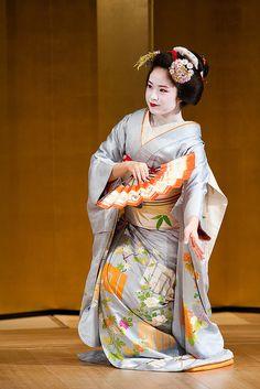 舞 (Traditional Dance) Maiko/君ひろ