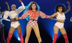 Beyonce en Dsquared, Lady Gaga en Gucci, Bruno Mars en Versace... Les looks de stars sur scene 20