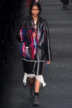 Sfilata Alexander McQueen Parigi - Collezioni Autunno Inverno 2017-18 - Vogue