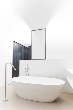 COCOON showroom in Amsterdam bycocoon.com | freestanding bathtub | modern inox stainless steel taps & fittings | bathroom design & renovation | minimalist design products for your bathroom and kitchen | villa and hotel projects | Dutch Designer Brand COCOON