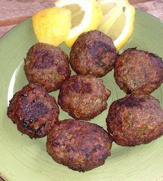 ΚΕΦΤΕΔΑΚΙΑ ΤΗΓΑΝΗΤΑ....ΣΤΟ ΦΟΥΡΝΟ Αγαπημένη γεύση μικρών και μεγάλων....σε μία διαφορετική εκδοχή που τα προτιμά στο φούρνο έτσι ώστε να μη διαφέρουν σε γεύση από τα κλασικά και παραδοσιακά τηγανητά κεφτεδάκια!!! Cookbook Recipes, Cooking Recipes, Greek Appetizers, Mince Recipes, Greek Cooking, True Food, Greek Dishes, Cheesy Recipes, Greek Recipes