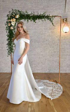 SWEETHEART NECKLINE WEDDING DRESS WITH OFF-THE-SHOULDER STRAPS