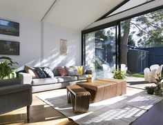 A Boundary to Boundary Row House in Elsternwick Interior Design Elements, Decor Interior Design, Narrow House Plans, Steel Frame House, Small Terrace, Modern Pools, Modern Architecture, Building A House, Outdoor Furniture Sets