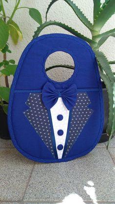 Lixeira para Carro Masculina, confeccionada em tecido 100% algodão, manta acrílica, forro, aplique gravata com um botãozinho como detalhe. Excelente para presente, pois os homens também são muito cuidadosos com o carro e vaidosos.