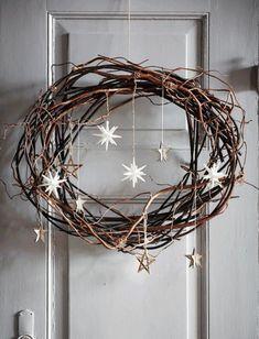 DIY: Pynt til din juledør - * Jul-Christmas-Noel-Weihnachten * - Holiday Noel Christmas, Rustic Christmas, Winter Christmas, All Things Christmas, Christmas Crafts, Simple Christmas, Xmas Wreaths, Grapevine Wreath, Rustic Wreaths