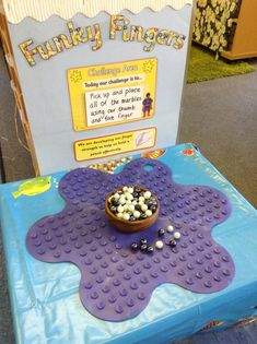Placing marbles on an upturned bath mat or shower grip shapesMy new funky finger table gymLove this finger strengthening idea!Like the idea of a Challenge AreaIrresistible early Years ideas for your indoor and outdoor provision. Preschool Fine Motor Skills, Motor Skills Activities, Gross Motor Skills, Preschool Centers, Preschool Literacy, Finger Fun, Early Years Classroom, Year 1 Classroom, Funky Fingers