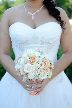 barack színű csokor rózsából https://www.facebook.com/Vendulavirág-Esküvőszervezés-Virágkötészet-Dekoráció-160441040679358/