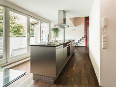 Leicht veränderbar sind die Räume durch eine klare Wandgestaltung, mit wenigen Farbakzenten, die mit wenig Aufwand neuen Ansprüchen angepasst werden können.