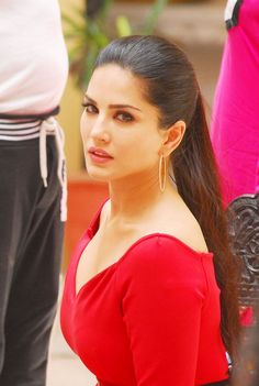 Hot in Red? more Updates, pics, and Videos of sunny Leone Here: www.unblock.pk/
