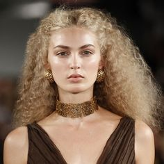Google Image Result for http://media3.onsugar.com/files/2012/04/16/4/192/1922153/Fabulous-Frizz.xxxlarge/i/Messy-Hair-Trend-Spring-Pictures.jpg